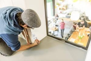 رنگ وایت برد منجر به خلاقیت بیشتر کارمندان در شرکت می شود